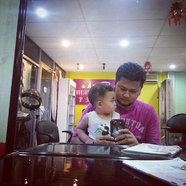 Anak Demam Sebab Gunting Rambut.