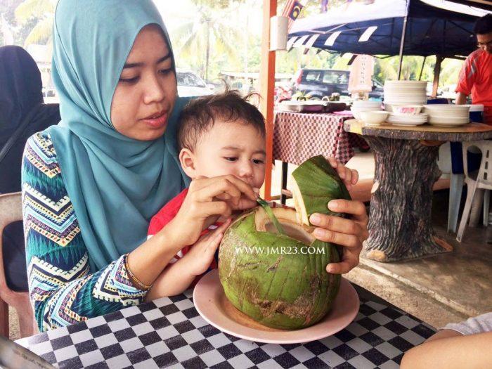 air kelapa port dicson