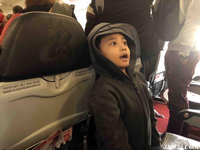 Tips Penting Terbang bersama Anak Kecil Dalam Tempoh Masa Panjang
