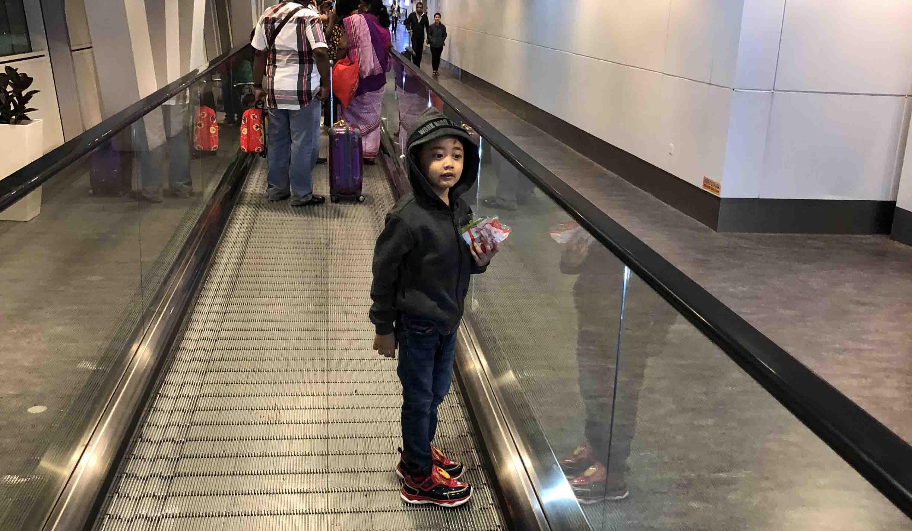 Pengalaman Terbang 7 Jam ke Osaka bersama Anak Kecil