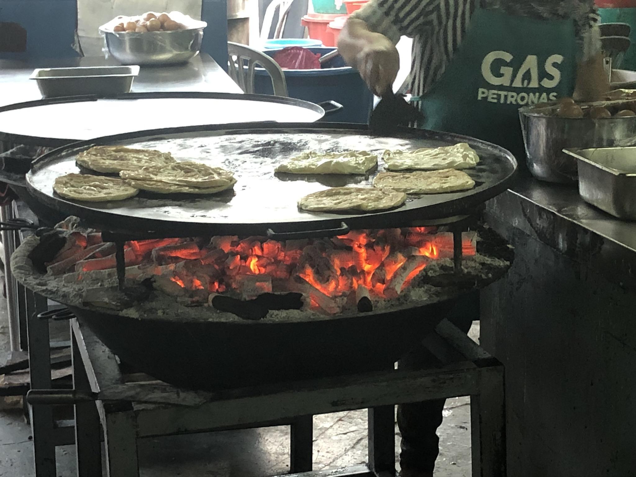 Roti Canai Kayu Arang Melaka. Seronok Berniaga Macam Ni.